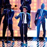 Bruno Mars durante su actuación en los MTV Video Music Awards 2011