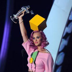 Katy Perry recibe un premio en los MTV Video Music Awards 2011