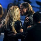 Britney Spears y Jason Trawick se besan en los VMA 2011