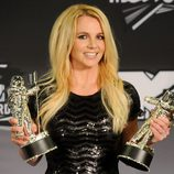 Britney Spears con sus dos galardones en los MTV Video Music Awards 2011