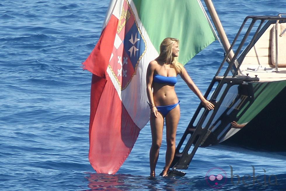 Bar Refaeli presume de cuerpazo en Portofino