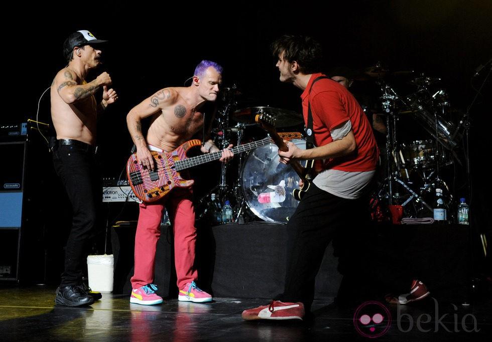 La banda Red Hot Chili Peppers en un concierto en Los Angeles