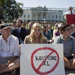 Daryl Hannah protesta contra un oleoducto frente a la Casa Blanca