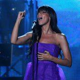 Leona Lewis cantando en un concierto
