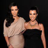 Kim y Kourtney Kardashian en la fiesta de recién casados de Kim Kardashian y Kris Humphries