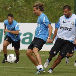 Diego Forlán se entrena con sus compañeros del Inter de Milán