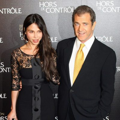 Mel Gibson junto a su ex pareja Oksana Grigorieva