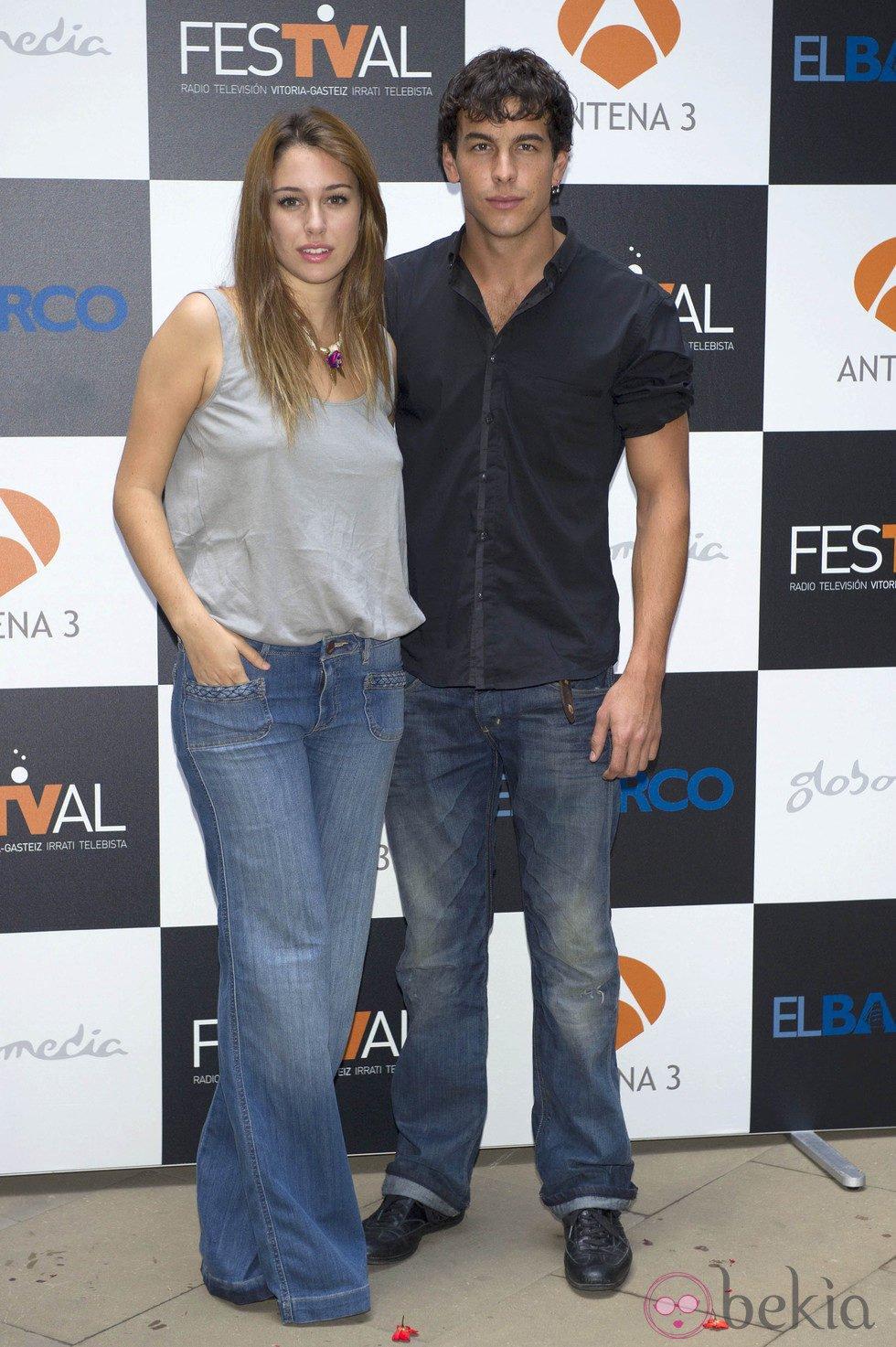 Mario Casas y Blanca Suárez presentaron la segunda temporada de 'El Barco' en el FesTVal de Vitoria