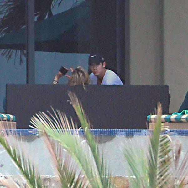 Nick Jonas y Delta Goodrem, vacaciones de enamorados en México