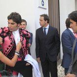 Cayetana Rivera saluda a su tío Cayetano junto a Fran Rivera en la Goyesca de Ronda