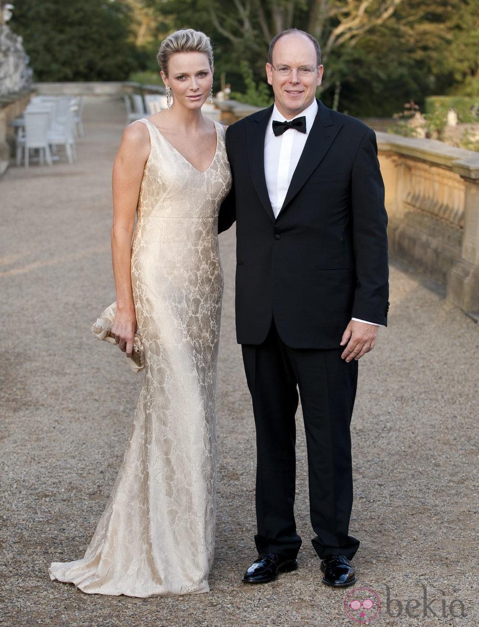 Alberto de Mónaco y Charlene Wittstock en una gala benéfica celebrada en Inglaterra