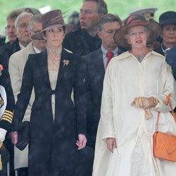 La Reina Margarita de Dinamarca y la Princesa Mary en un homenaje a los soldados caídos