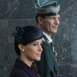 Los Príncipes Joaquín y Marie de Dinamarca en un homenaje a los soldados caídos