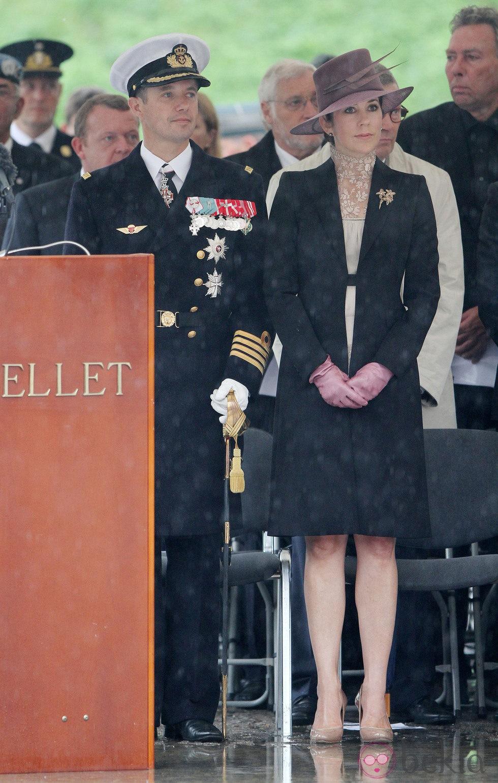 Los Príncipes Federico y Mary de Dinamarca en un homenaje a los soldados caídos