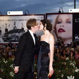 Gary Oldman y Alexandra Edenborough en el estreno de 'Tinker, Tailor' en la Mostra de Venecia