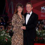 John Hurt y Anwen Rees Meyers en el estreno de 'Tinker, Taylor' en la Mostra de Venecia