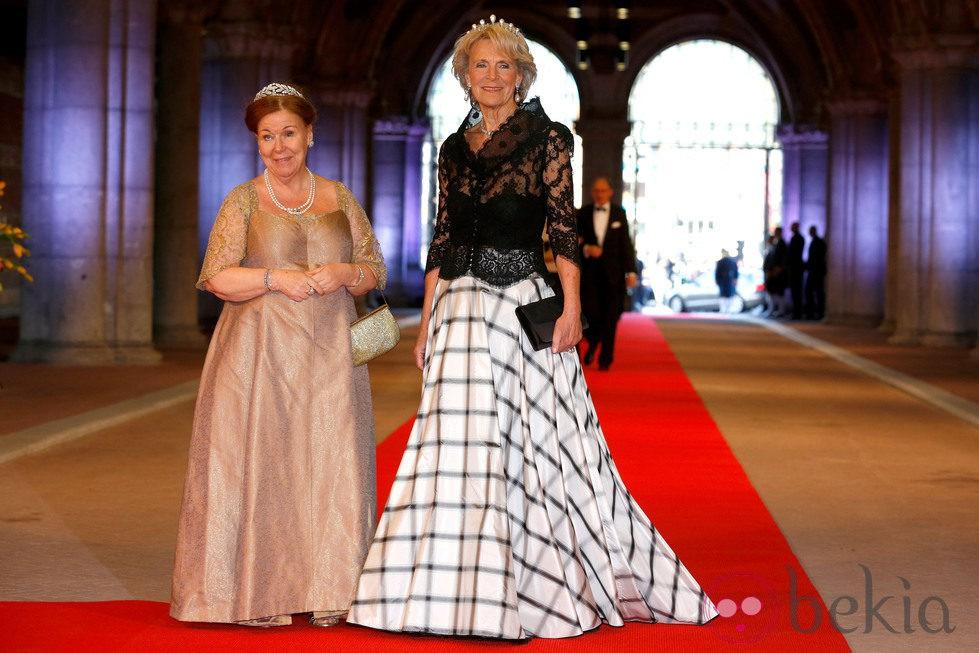Las princesas Cristina e Irene de Holanda en la cena previa a la abdicación de la Reina Beatriz de Holanda