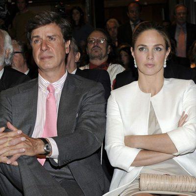 Cayetano Martínez de Irujo y Genoveva Casanova en la entrega de los Premios Naranja y Limón 2013