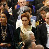 Mozah de Qatar, la Princesa Lala Salma de Marruecos y el Príncipe Alberto de Mónaco durante la investidura de Guillermo Alejandro de Holanda