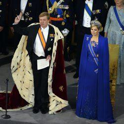 El Rey Guillermo Alejandro jura la Constitución al lado de su mujer Máxima de Holanda