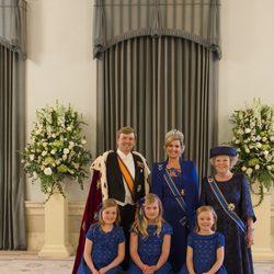 Los Reyes Guillermo y Máxima y las Princesas Beatriz, Alexia, Amalia y Ariane de Holanda