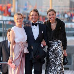 Mabel, Mauricio y María Elena Ángela de Holanda en la cena de gala por la coronación de Guillermo Alejandro de Holanda