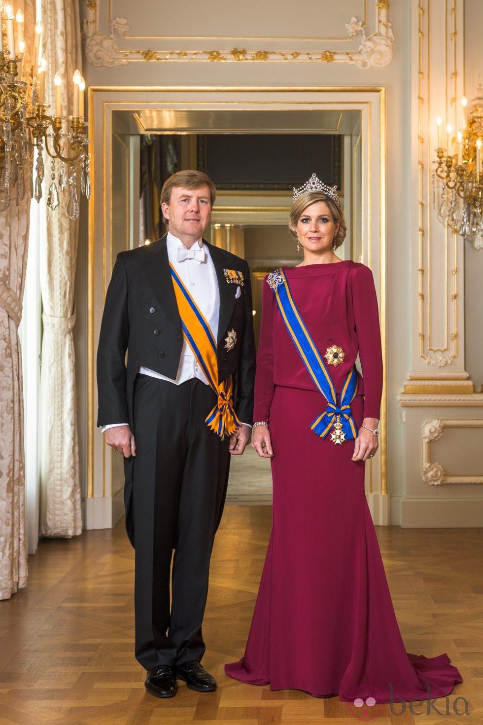 Primer retrato oficial de los Reyes Guillermo Alejandro y Máxima de Holanda