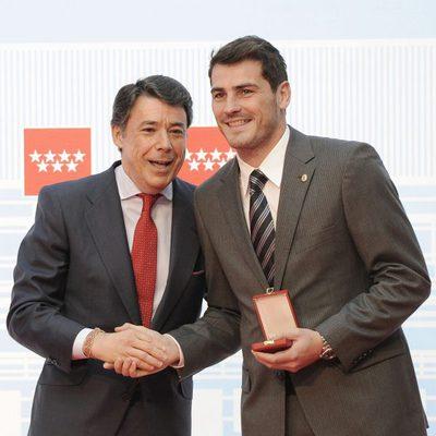 Ignacio González impone la Medalla de Oro de la Comunidad de Madrid a Iker Casillas