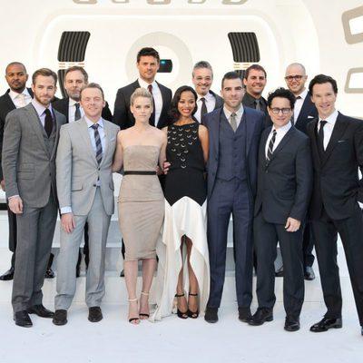 Equipo al completo de 'Star Trek: En la oscuridad' en la premiere en Londres