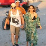 Jennifer Lopez y Caspert Smart de la mano en el videoclip de 'Live It Up' en Miami