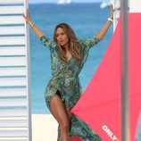 Jennifer Lopez cantando en el videoclip de 'Live It Up' en Miami