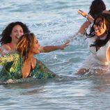 Jennifer Lopez en la playa en el videoclip de 'Live It Up' en Miami