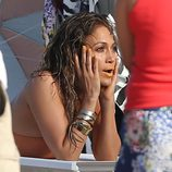 Jennifer Lopez posando sexualmente en el videoclip de 'Live It Up' en Miami