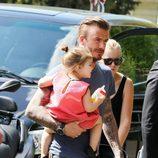 David Beckham y Harper Seven acuden a comer al restaurante de la Torre Eiffel