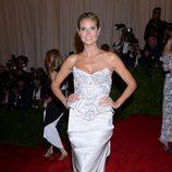 Heidi Klum en la Gala del MET 2013