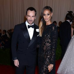 Tom Ford y Joan Smalls en la Gala del MET 2013