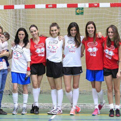 Equipo femenino del partido solidario en Madrid