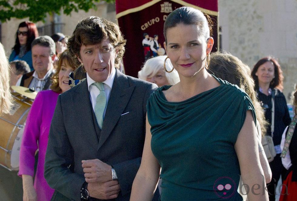 Samantha y nicol s vallejo n jera en la boda de mafalda mu oz y gonzalo machado foto en bekia Fotos de najera