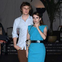 Emma Roberts y Evan Peters en la Cena de Cosméticos organizada por Vogue y MAC