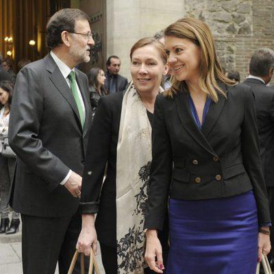 Elvira Fernández y María Dolores de Cospedal en el funeral de Mercedes de la Merced
