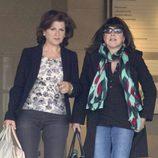 Encarna Sánchez y Loles León visitan a Mónica Cruz y a su hija en la clínica Ruber