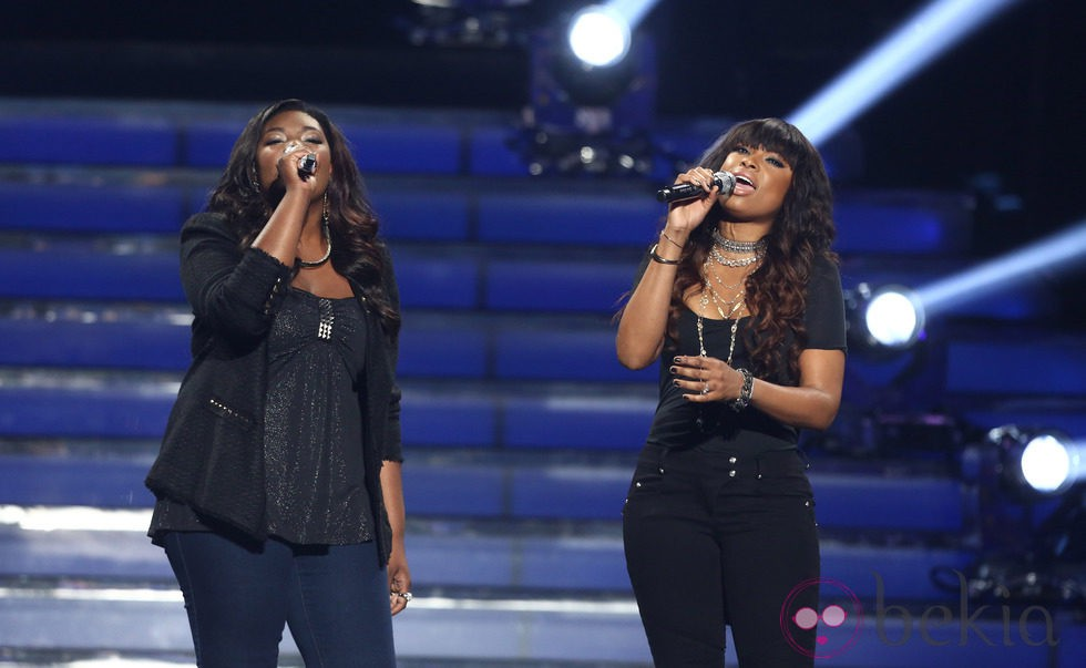 Candice Glover y Jennifer Hudson interpretando 'Inseparable' en la final de 'American Idol'