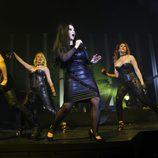Alaska cantando en el concierto de Fangoria en Madrid