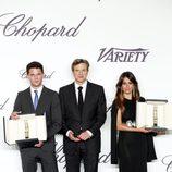 Jeremy Irvine, Colin Firth y Blanca Suárez en la entrega del Trofeo Chopard en Cannes 2013