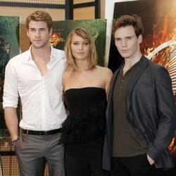 Liam Hemsworth, jennifer Lawrence y Sam Claflin en la presentación de 'Los Juegos del Hambre: En llamas' en Cannes 2013