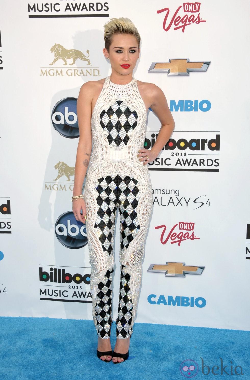 Miley Cyrus en la alfombra roja de los Billboard Music Awards 2013