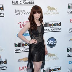 Carly Rae Jepsen en la alfombra roja de los Billboard Music Awards 2013