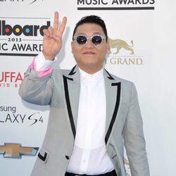 PSY en la alfombra roja de los Billboard Music Awards 2013