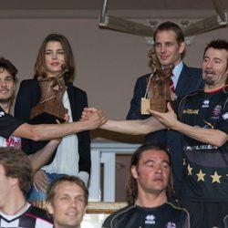 Giancarlo Fisichella y Max Biaggi con Carlota y Andrea Casiraghi en un partido benéfico