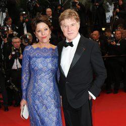 Robert Redford y Sibylle Szaggars en el estreno de 'All is Lost' en el Festival de Cannes 2013
